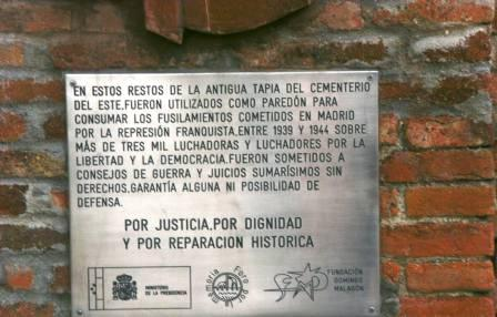 Tarja en el cementerio de La Almudena