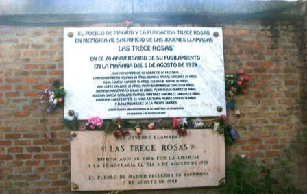 Tributo a las Trece Rosas en el Cementerio de la Almudena
