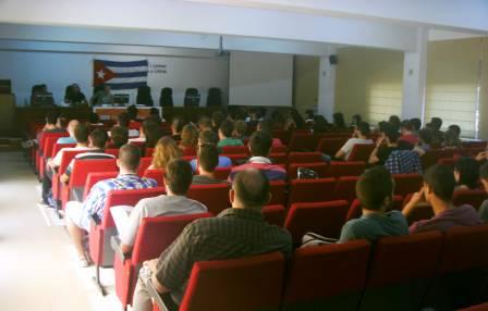 Debate sobre guerra mediástica contra Cuba en Facultad de Filosofía y Letras de la Universidad de Alicante