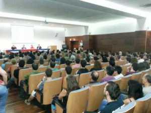 """Público en la Universidad de Valencia en encuentro """"Cuba: Mentiras y disidencias"""""""