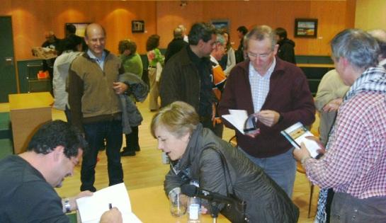 Firmando libros en la Casa do livro de Vigo