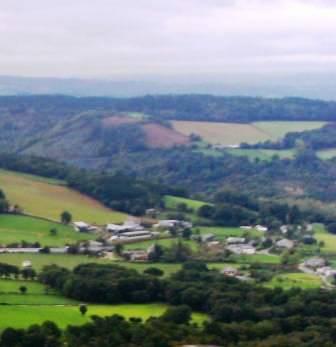 La aldea de Láncara vista desde una elevación cercana