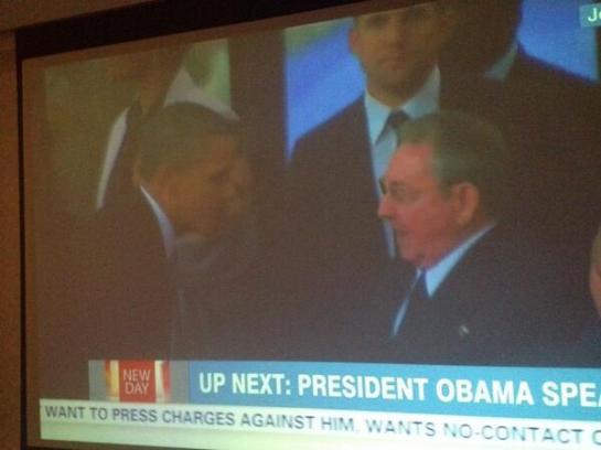 Obama saluda al presidente de Cuba en los funerales de Mandela