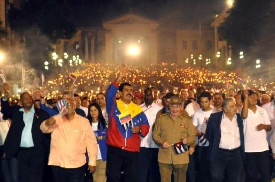 Presidentes de Latinoamérica y el Caribe  encabezan Marcha de las Antorchas por calles de La Habana.