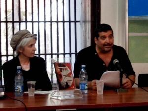 Junto a Belén Gopegui, presentando su libro.