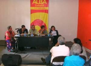 Panel sobre Rubén Martínez Villena en la Feria del Libro. De izquierda a derecha: Caridad Massón, Iroel Sánchez, Felipe de Jesús Pérez, Cira Romero y Juana Rosales