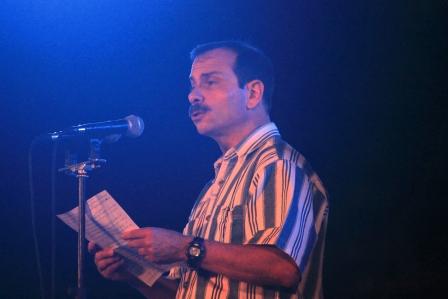 Fernando González Llort, Héroe de la República de Cuba, interviene antes de comenzar el concierto.