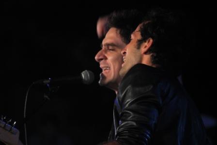 David Blanco canta en concierto de bienvenida a Fernando González.