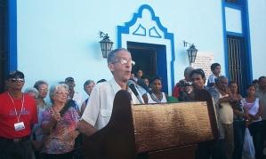 Ambrosio Fornet en la Plaza del Himno. Foto: Mailenys Oliva Ferrales/Radio Bayamo.