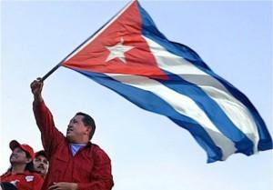 Hugo-Chavez-ondea-Bandera-cubana-580x405