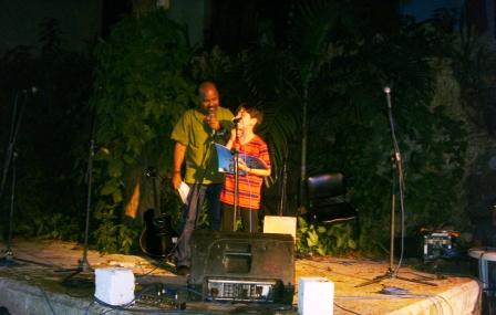 Alexis Díaz Pimienta también interpretó poemas de su serie Chamaquili junto a uno de sus invitados