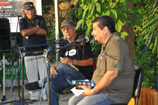 Presentando el libro de Víctor Casaus Girón en la memoria