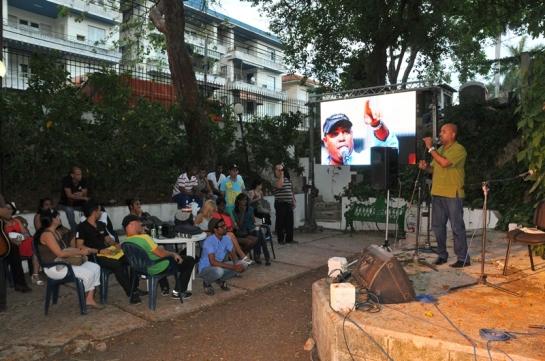 Díaz Pimienta deleitó a los presentes con su poesía improvisada.