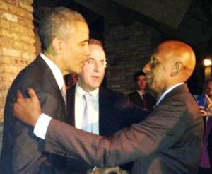 Obama saluda a Guillermo Fariñas en casa del Presidente de la fundación Nacional Cubano Americana.