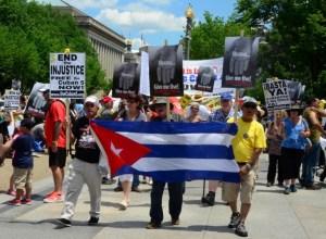 Manifestantes piden libertad para Los Cinco en Washington DC. Foto: Bill Hackwell.