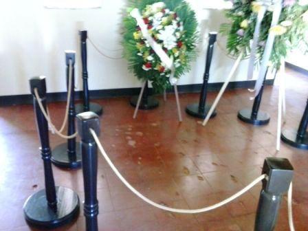 El piso con las huellas del fuego aéreo.