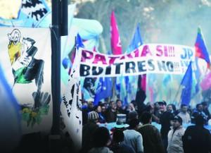 marcha_embajada_banderazo_fondos_buitres_telam_1