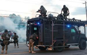Represión contra manifestantes en Ferguson