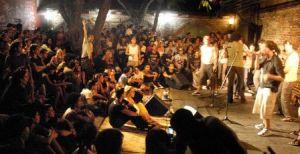 Concierto en El Mejunje, una de las instituciones culturalres más influyentes en la ciudad de Santa Clara.