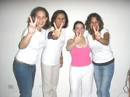 Yesenia Álvarez Temoche junto a dos jóvenes peruanas y una cubana detenidas en Cuba el el 2007 luego de participar en acciones provocadoras.