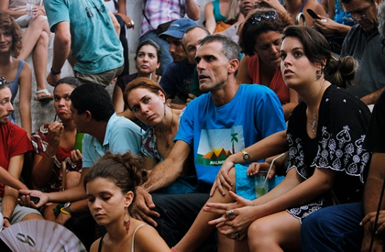 Miguel Alfonso junto a miembros de Malnombre en la grada de La pupila asombrada.