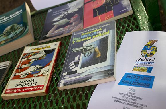 Algunos de los libros intercambiados en La pupila asombrada en respuesta a la convocatoria de la FEU y el Festival Leo Brower.