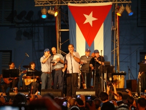 """Silvio canta """"El necio"""" junto a Los Cinco"""