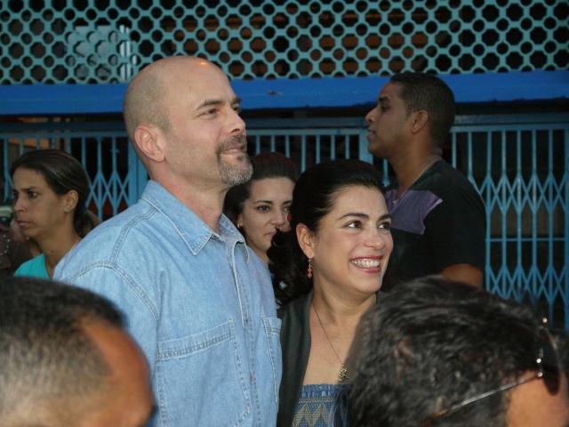 El héroe Gerardo Hernández junto a su esposa Adriana.