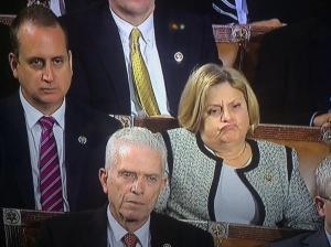 Ileana Ros-Lehtinen escuchando a Obama hablar de la nueva política hacia Cuba en el Congreso el pasado enero. Su rostro es el presagio de lo sucedido en Panamá.