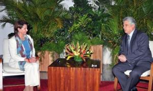 Nancy Pelosi con Miguel Díaz Canel