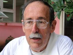 Dr. Agustín Lage Dávila