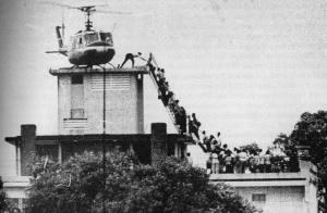 Así salieron los últimos estadounidenses de la embajada de EE.UU. en Saigón.