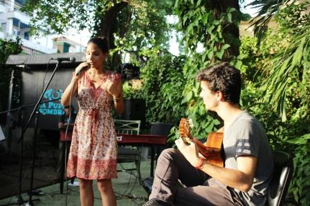 """Annie Garcés y José Manuel Ordaz cantan """"Gracias a la vida""""."""