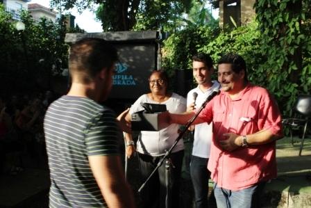 """Pdero Enrique Moya recibe el premio especial de """"Ojalá"""" por  """"Gracias a la vida"""""""