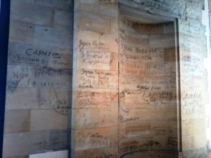 Graffitis de soldados soviéticos en la sede del Bundestag.