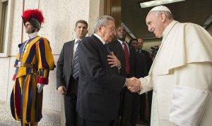 Raúl Castro y el Papa Francisco en el Vaticano.