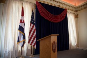 baderas-embajada-de-cuba-estados-unidos