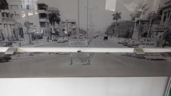 La mitad superior muestra, en construcción, el trecho de la calle Línea desde cerca de la nueva cafetería hasta el túnel por donde se rebasa en automóvil la ría del Almendares. Foto: Luis Toledo Sande/ Bohemia