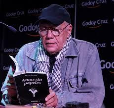 Víctor Casaus lee sus poemas en la gira