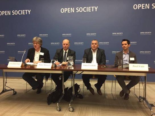 A la izquierda Uwe Optenhogel, director de la Oficina de la Fundación Friedrich Ebert en Bruselas en el evento de Cuba Posible en la sede neoyorkina de Open Society.