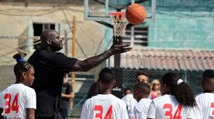 """El ex NBA Shaquille O'Neal, en La Habana, como enviado del Departamento de Estado para la """"normalización""""."""