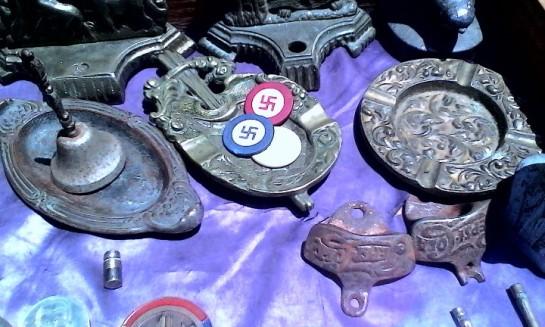 Emblemas nazis en Plaza de Armas