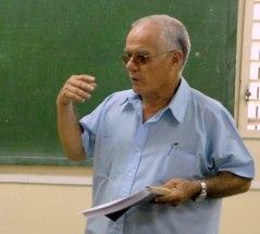 Julio García Luis dando clases en la Facultad de Periodismo de la UH (Foto: Cubadebate)