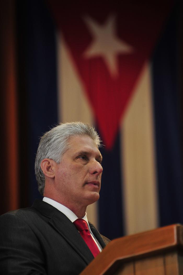 La Revolución Cubana sigue de verde olivo, dispuesta a todos los combates. Por Miguel Díaz Canel