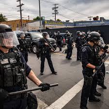 EE.UU. La cara interna y respresiva del desenfreno militarista. Por Fernando García Bielsa
